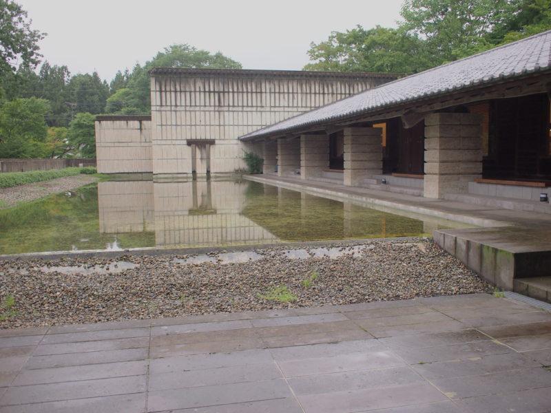 別館の水庭