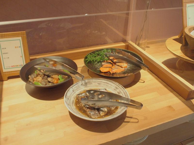 「筑前煮」「鮭塩焼き」「サンマ煮」といった和食