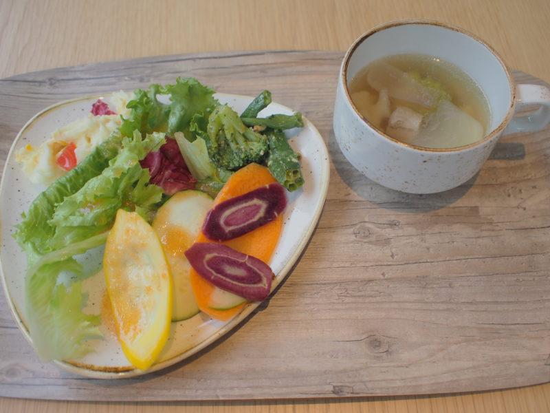 新鮮なお野菜と、ポトフのスープ