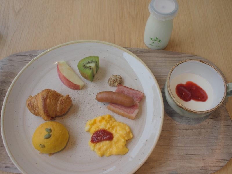 クロワッサンなどパンに合わせた洋食プレート